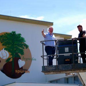 li. Krainerhütte-Gastgeber Roland Hirtenfelder und re. Graffiti-Künstler Daniel Rappitsch